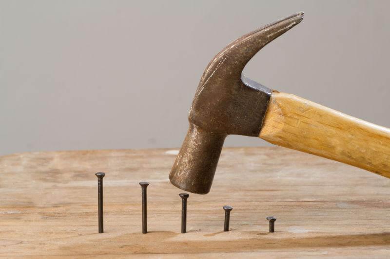 當單點能力極強時,我們就像手上拿了錘子,看什麼都是釘子。不利於閉環思維