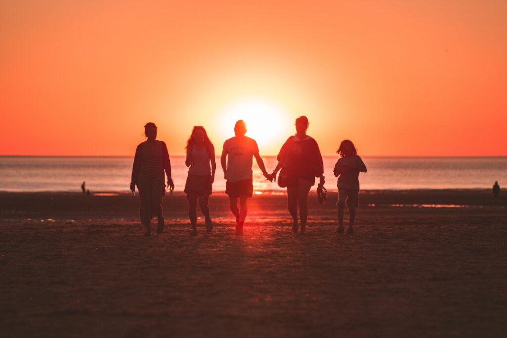 新年到了,如何和父母親友聊天,回應關心,讓他們放心?